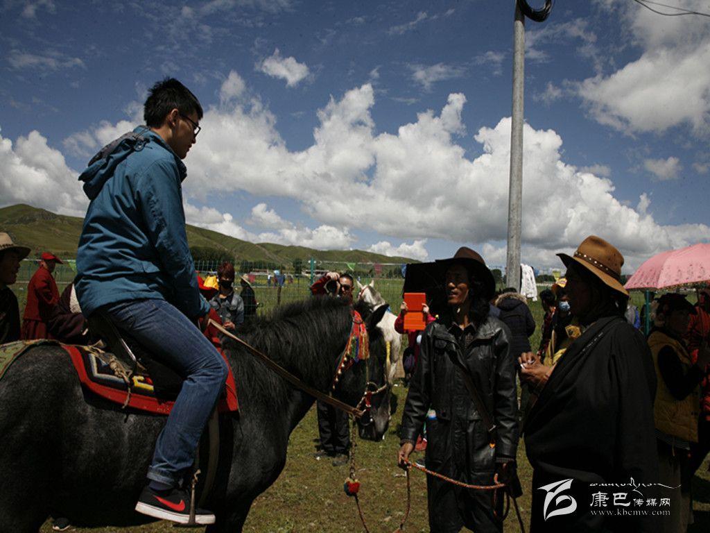 木雅嘎达风情赛马节在道孚协德举行