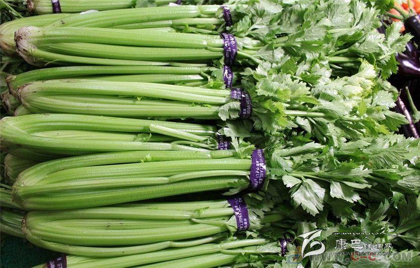 营养学家曾对芹菜的茎和叶进行过13项营养成分