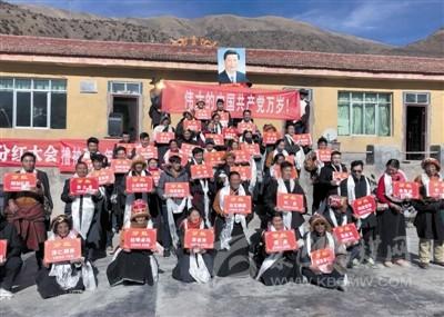 业兴民富生活美 甘孜县贡隆乡奶牛养殖基地.