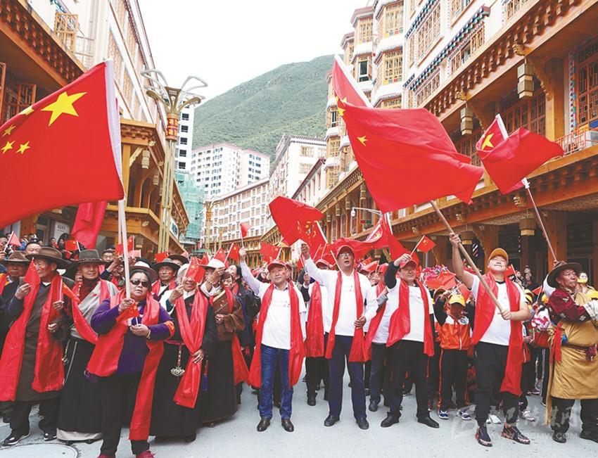 德格儿女激情唱响藏语版《我和我的祖国》